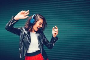 Tổng Hợp 12 Bài Nhạc Tiếng Anh Sôi Động Tạo Cảm Hứng Học Tiếng Anh