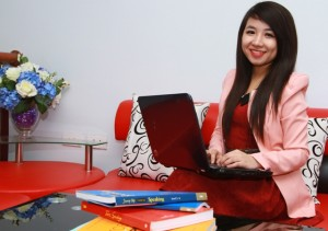 Ms Thu Trang - Energetic Messenger in Ms Hoa TOEIC