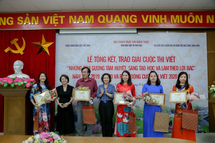"""[Giáo dục & thời đại] IMAP Việt Nam tài trợ trao giải cuộc thi """"Những tấm gương tâm huyết, sáng tạo học và làm theo lời Bác"""" lần thứ III"""