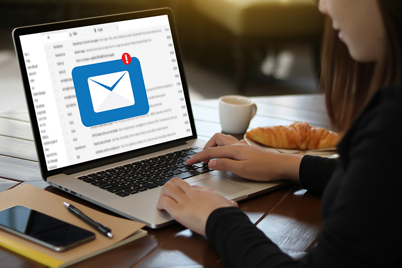 These days most people are using email instead of writing letters - thì hiện tại tiếp diễn