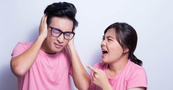The couplehad been quarrelingfor 1 hour before their daughter came back home.